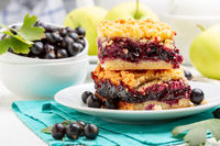 Berry pie with streusel.