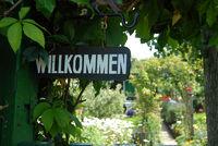 Schild Wilkommen im Kleingarten