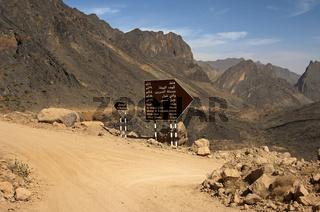 Wegweiser an einer Kreuzung, Oman