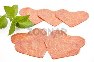 Puten salami in Herzform und Minze