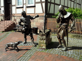 Würfelsage - Denkmal in der Marktstraße in Hofgeismar