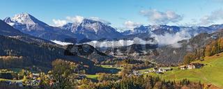 Blick über das Berchtesgadener Land mit der Stadt Berchtesgaden