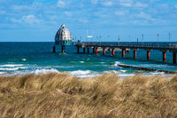 Seebrücke an der Ostseeküste in Zingst auf dem Fischland-Darß