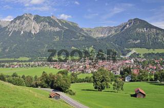 Oberstdorf, dahinter Rubihorn und Geißalphorn, rechts der Schattenberg, Oberallgäu, Bayern, Deutschland, Europa