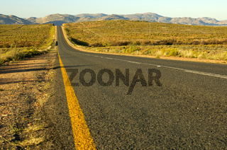 Asphaltband der Nationalstrasse N7 bei Springbok