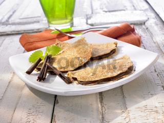 Crepes mit Schokoladenfuellung