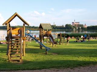 Kinderspielplatz - Natursee in Polen