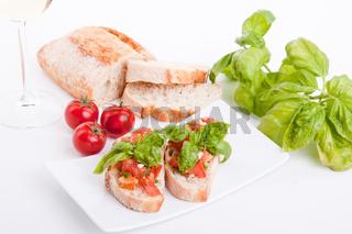 Frische bruschetta mit tomaten und Knoblauch auf einem Teller