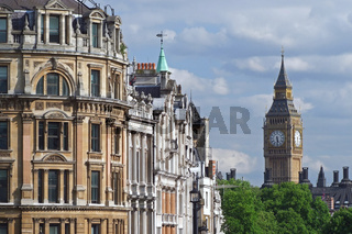 Blick vom Trafalgar Square zum Big Ben