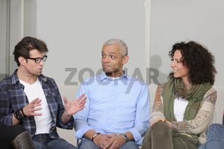 Gruppe Menschen im Gespräch oder Diskussion