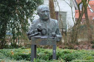 Wilhelm Kaisen Statue (Skulptur Christa Baumgärtl)