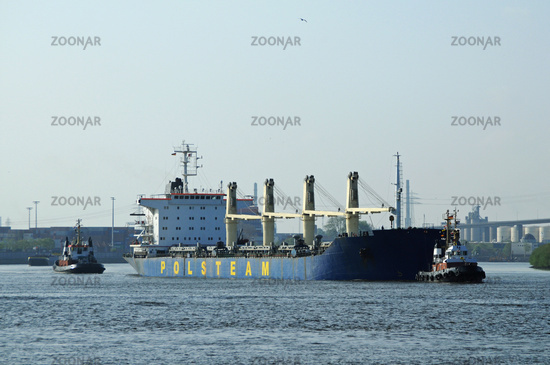 Tug on the Elbe
