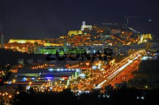 Spanien, Insel Ibiza, Blick auf Eivissa bei Nacht