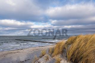 Buhnen an der Küste der Ostsee auf dem Fischland-Darß