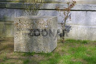 Ehrengrab des Komponisten Hanns Eisler, Dorotheenstaedtischer Fr