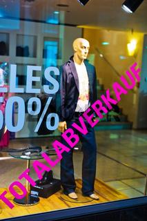 Totalabverkauf in Bekleidungs Laden