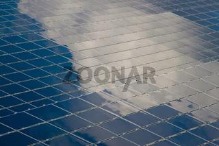 Gespiegelte Solarfläche