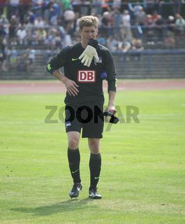 deutscher Fußball-Torwart Thomas Kraft Hertha BSC nach Benefizspiel gegen RB Leipzig 13.7.13 Dessau