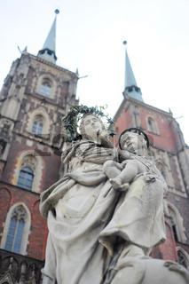 Maria  Child Jesus sculpture