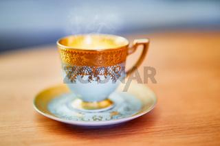 Kaffeetasse mit Goldverzierung