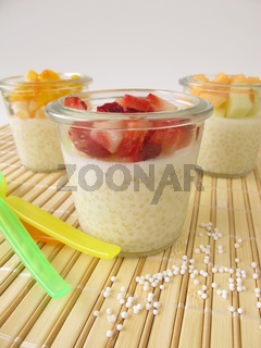 Tapioka Pudding mit frischen Fruechten