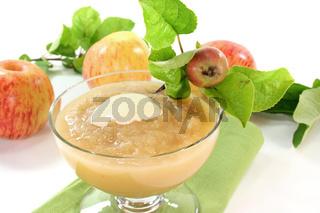 Apfelmus mit Vanillesoße