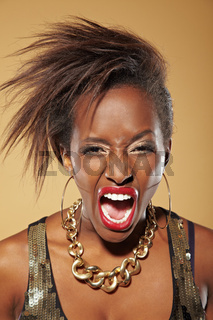 Wütende Afrikanerin schreit