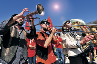Lissabon: Brass Band 'Kumpania Algazara'