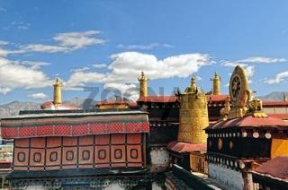 goldene Insignien Jokhang Tempel  Lhasa Tibet