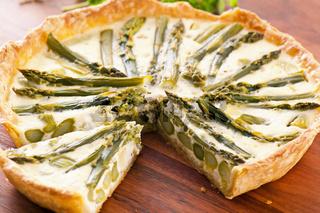 Tarte with green asparagus