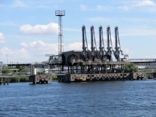 Hafenkräne am Hafen von Wismar