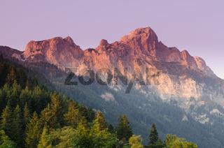 Berg Rote Flüh im roten Licht am Abend