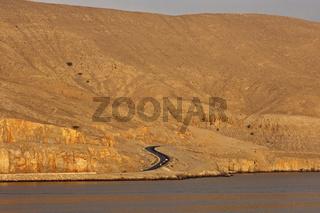Küstenstrasse nach Khasab in den kahlen Berge am Ufer des Persischen Golfs