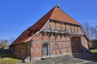Altes norddeutsches Bauernhaus in Niedersachsen. (Zweiständerhaus)