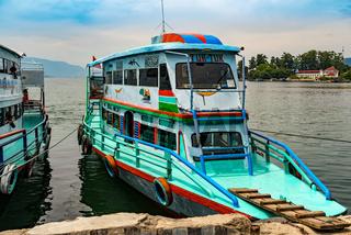 Fähre im Hafen von Parapat auf Sumatra