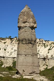 Phallusförmige Tuffsteinfelsen im Liebestal bei Uchisar