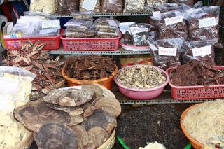 Getrocknete Fische werden auf auf dem Markt, Duong Dong zum Verkauf angeboten, Phu Quoc island, Vietnam, Asien