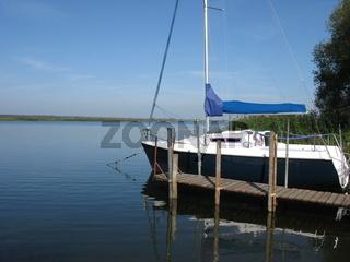 Boot am Haff Ufer