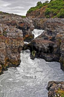 Der Wasserfall Barnafoss