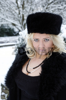 blonde Frau Anfang bis Mitte 40