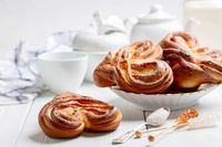 Swirling buns sprinkled with sugar.