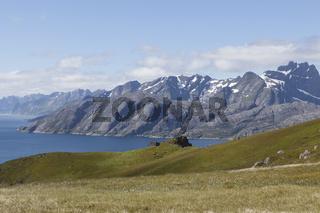 Berge und Meer, Ballstad, Lofoten, Norwegen