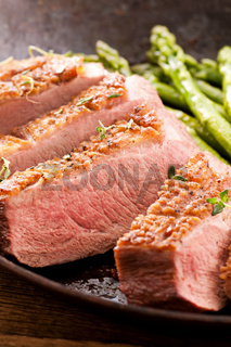druck breast fillet with asparagus