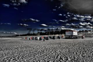 Strand mit Strandkörben und Rettungsturm Usedom