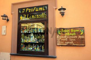 Geschäft mit Limoncelloflaschen