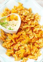 Pasta Chips mit Dip