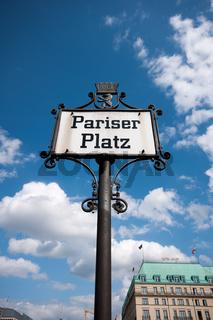 Schild 'Pariser Platz' in Berlin