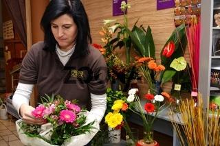 Floristin mit Blumenstrauss