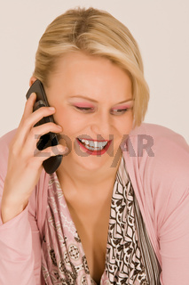 Junge Frau mit Handy