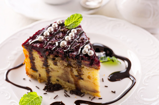 cheesecake with chokolate and berry topping